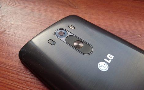 Czy przyciski na tylnej klapce jak w LG G3 są wygodne?