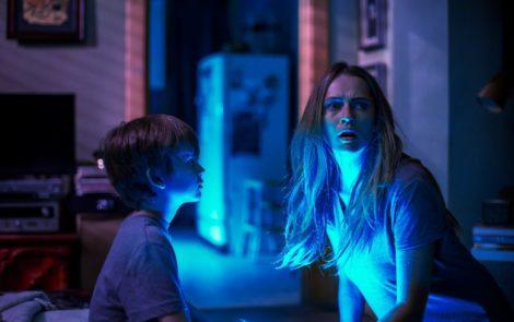 """Na filmie """"Kiedy gasną światła"""" najstraszniejsze były dzieciaki z widowni"""