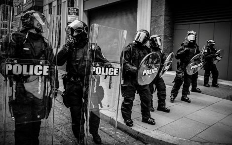 """Polska Policja nakłania do """"podpierdolenia sąsiada"""" i to dosłownie!"""